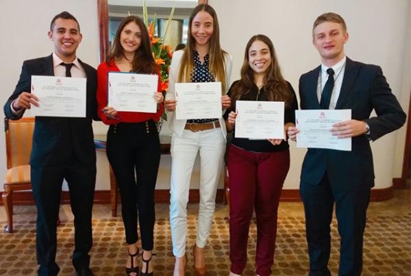Autónomos se destacan en  Concurso Académico Nacional de Economía