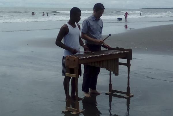 'MarimbaalaPlaya' es música y emprendimiento