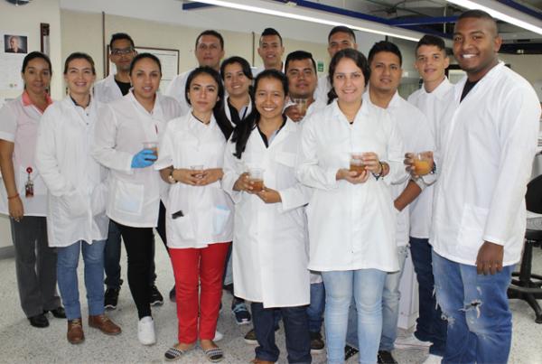 Estudiantes de UAOTEC realizan práctica en Laboratorio de Ciencias Ambientales