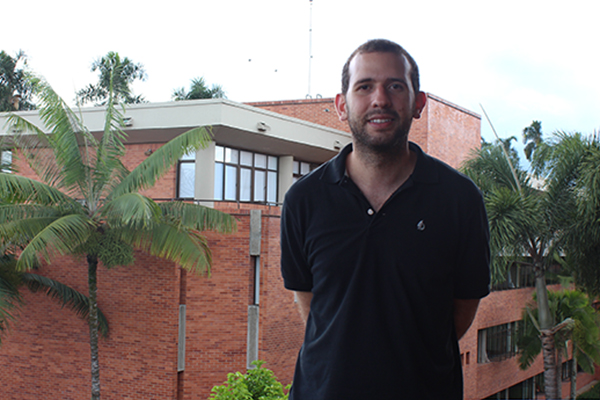 Julián Hernández, entre la publicidad y la literatura