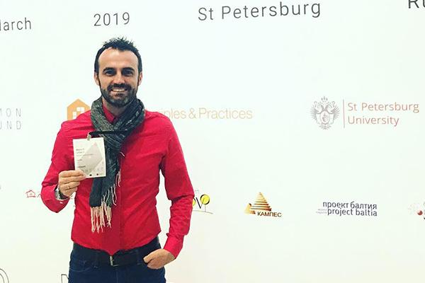 Docente Autónomo, conferencista en Rusia