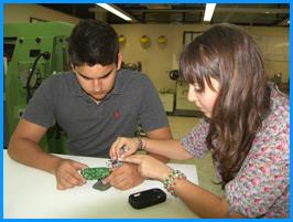 Estudiantes desarrollan cargador solar y amplificador de onda para dispositivos móviles