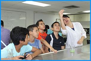 Jóvenes se divirtieron en el Campamento de Verano de Ingeniería de la UAO