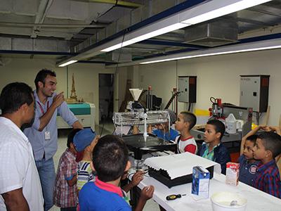 Niños de la comuna 20 participaron en taller de robótica realizado por el FabLab Cali