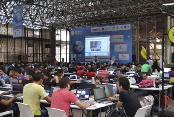 Autónomos son los número uno en torneo regional de debate